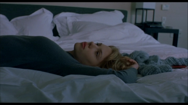 Charlotte (Scarlett Johansson) alone on her bed