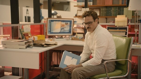 Theodore (Joaquin Phoenix) at his desk at BeautifulHandwrittenLetters.com