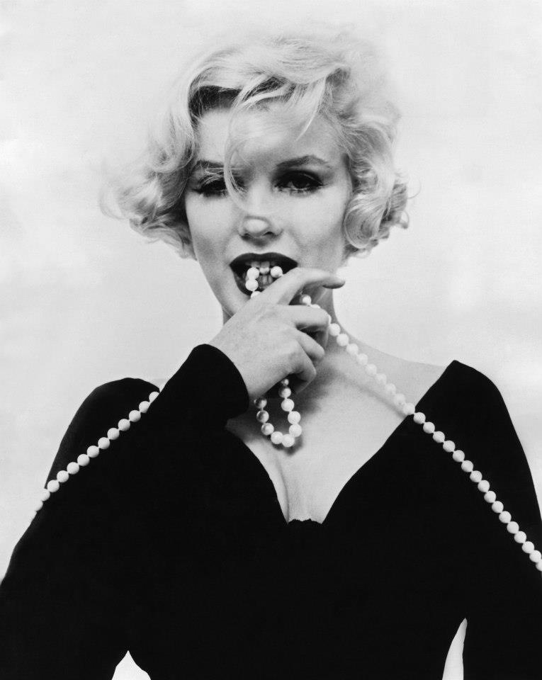 1959 Photoshoot of Marilyn Monroe in Some Like It Hot (4)